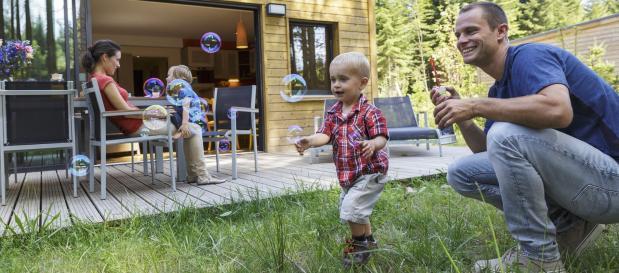 ferien mit ihrem kleinkind seifenblasen