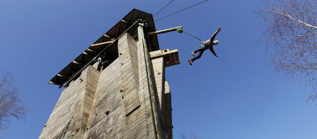 Ferien mit Teenager Tower Jump
