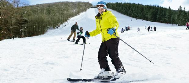 Enjoy family fun in the snow - wintersport at Center Parcs