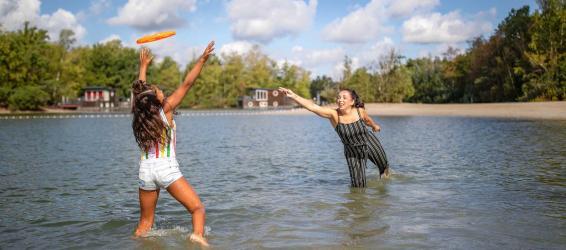 Uitgestrekte stranden of een glinsterend meer, geniet van een vakantie aan het water