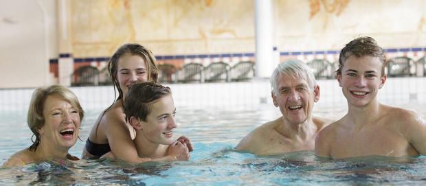 Schwimmen mit der Familie in Zandvoort
