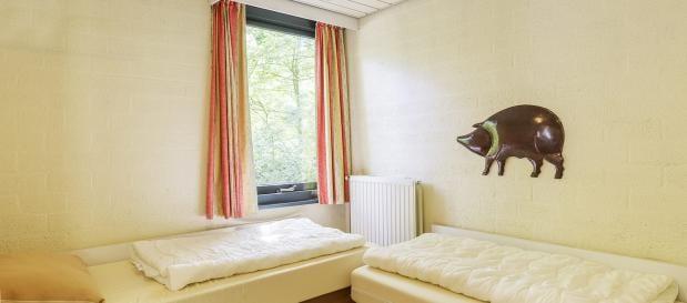 Schlafzimmer in rollstuhlgeeigneter Ferienunterkunft
