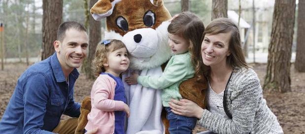 Eiersuche mit der Familie an Ostern im Ferienpark