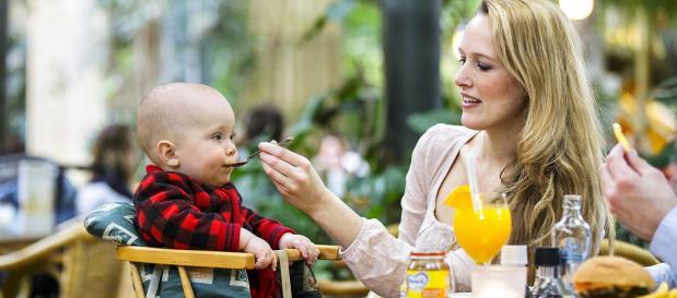 Essen im Market Dome mit Baby